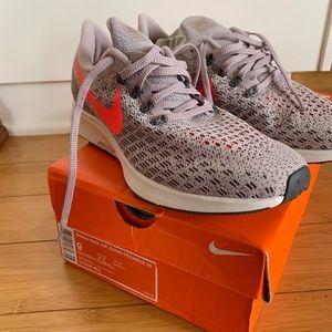 Women's Nike Zoom Pegasus 35 size 9
